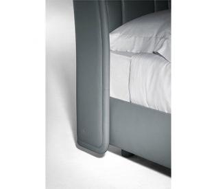 Кровать Poltrona Frau Lola Darling