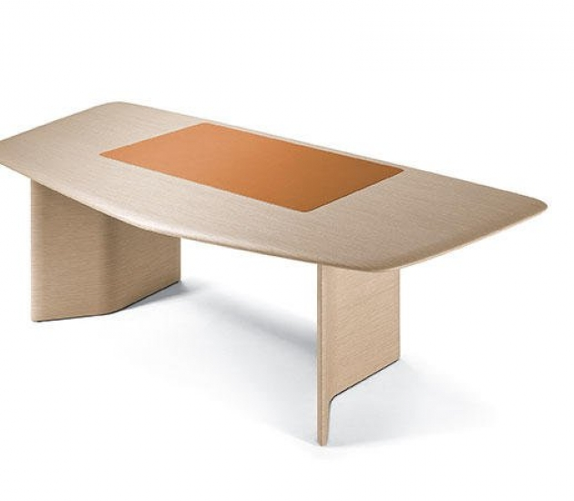 Письменный стол Poltrona Frau Trust